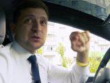 Зеленський за кермом Tesla звернувся до українців напередодні виборів (відео)