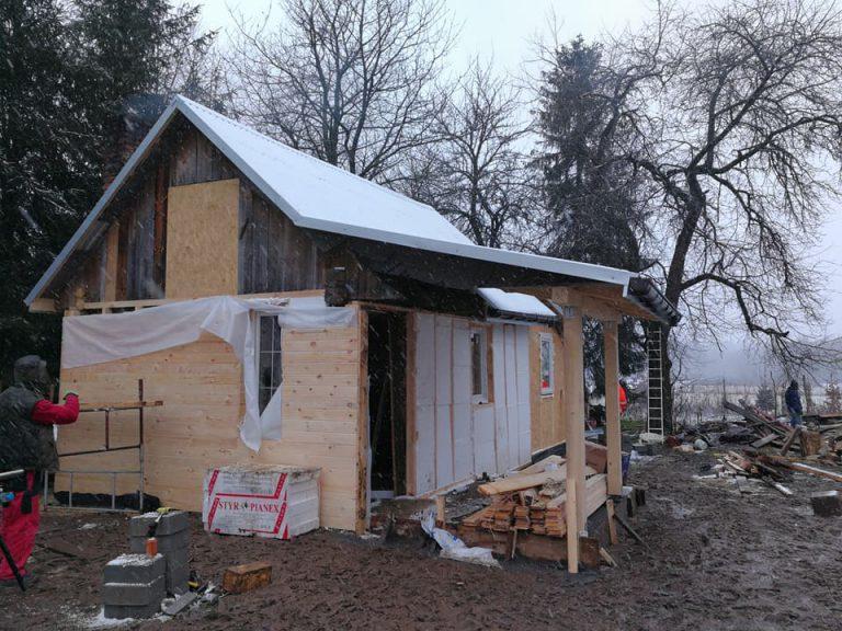 """Молода пара за 5 днів перебудувала старий будинок самотньої бабці. Фото """"До"""" та """"Після"""""""