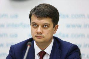 Спікер Разумков загальмував присягу обраного нардепа В'ятровича на два тижні