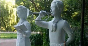 В Стийському парку помітили скульптури піонерів
