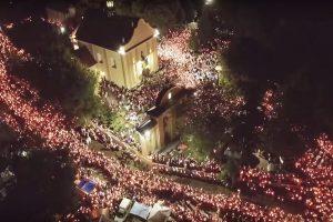 Неймовірне відео походу зі свічками на Всеукраїнській прощі (фото, відео)