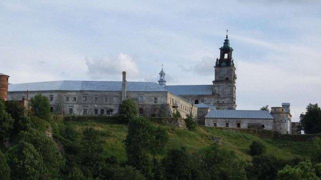монастир підкамінь