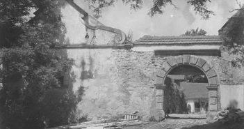 Свірзький замок. Одна із в'їздних брам. Фото 1910-1939 рр.