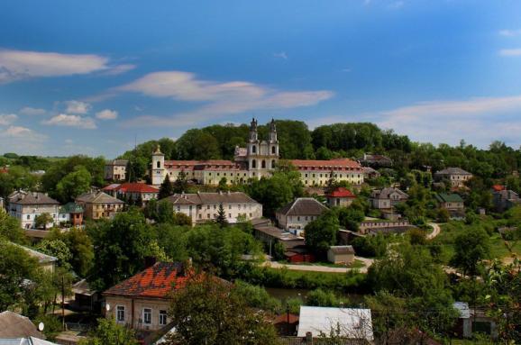 Бучач. Панорама центральної частини міста