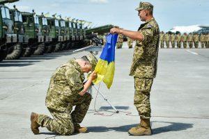 """""""Я пишаюся своїм прапором, пишаюся тим, що я – українець!"""" – Петро Порошенко"""