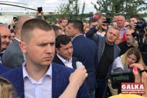 Близько тисячі людей з'їхались з околиць щоб зустріти Зеленського на Калущині оваціями (відео)