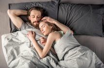 9 помилок закоханих пар перед сном закохана пара перед сном сон ліжко стосунки кохання любов закохані