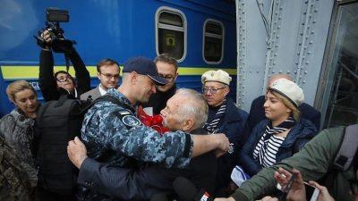 У Львові зустріли матроса Військово-морських сил України Андрія Оприска, якого незаконно утримували в Росії