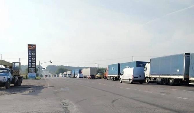 вантажівки фури