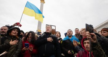 Порошенко прийшов на Майдан проти капітуляції.