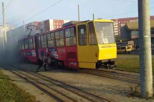 У Львові на Сихові спалахнув трамвай. Відео