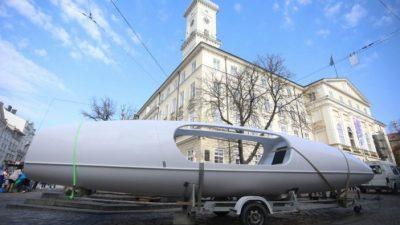 У центрі Львова розмістили човен, на якому львів'янин підкорить Атлантичний океан