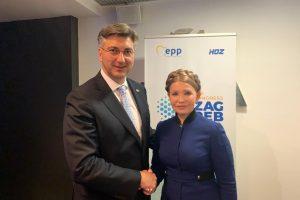 """Тимошенко з'явилася на публіці з """"культовою"""" зачіскою (фото)"""
