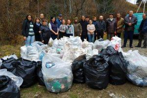 Активісти прибрали стихійні звалища у Карпатах