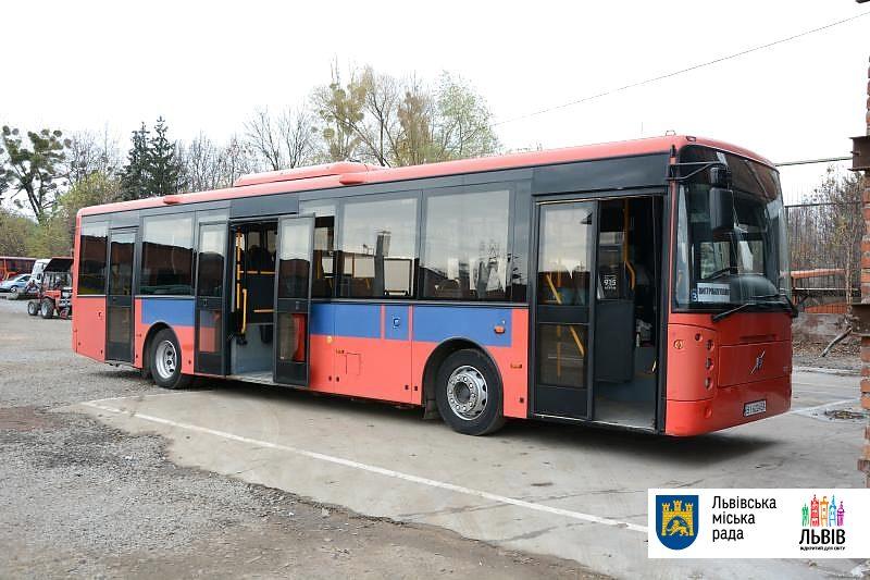 автобус Volvo з Норвегії у Львові