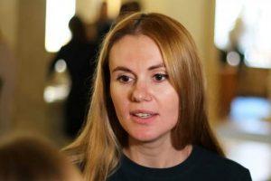 Виключена зі «Слуги народу» Скороход заявила, що у партії платять по $5 тисяч у конвертах