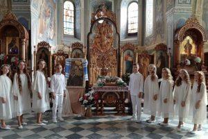 Діти з Новояворівська зняли кліп у Крехівському монастирі (відео)