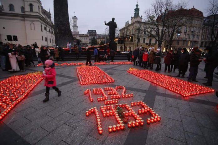 Львів'яни запалили сотні лампадок в пам'ять про жертв Голодомору (фото)