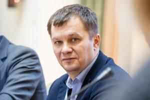 """""""Ні на що не вистачає"""": Милованов поскаржився на розмір зарплати"""