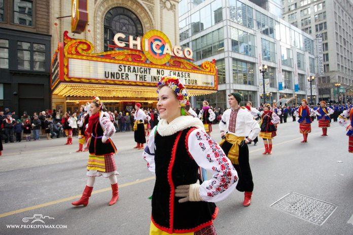 У центрі Чикаго на День подяки українці танцювали гопак на морозі (відео)