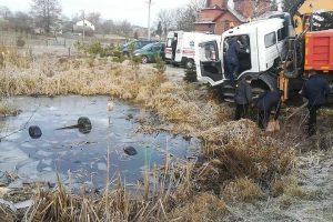 На Яворівщині в озері знайшли автомобіль із чотирма загиблими молодими хлопцями