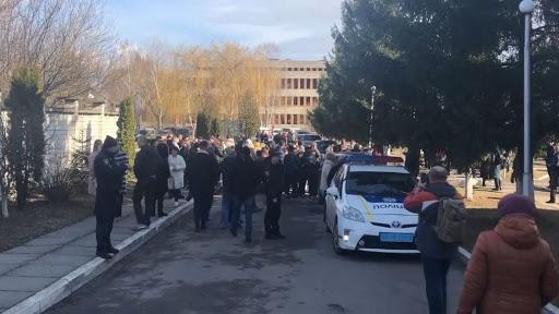 Мешканці Винників заблокували під'їзд до госпіталю