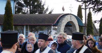 На Тернопільщині під час молитви за героя Небесної сотні з'явився лелека