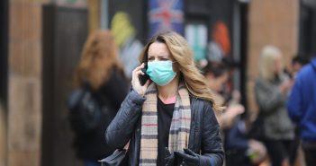 коронавірус карантин вулиця маска на лиці