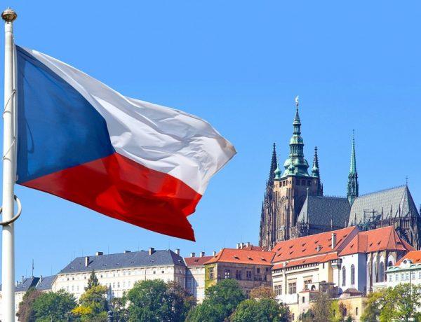 Чехія і Данія вирішили помякшити карантин: відкриють школи і кордони
